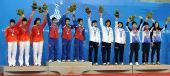 图文:藤球女子双人颁奖仪式 获奖队伍一起合影