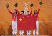 图文:游泳女子4X100混合接力 中国队夺冠