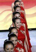 图文:广州亚运会第十五比赛日 礼仪小姐