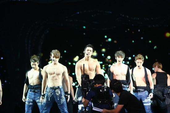 2010 MAMA颁奖典礼现场  2PM露胸肌