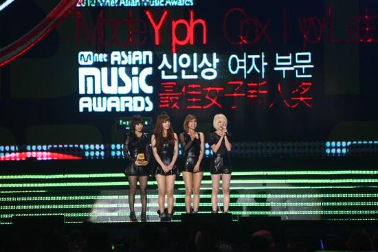 2010 MAMA颁奖典礼现场  miss A获女子新人组合奖