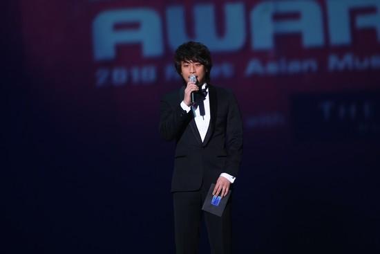 2010 MAMA颁奖典礼现场  主持吴满锡致辞