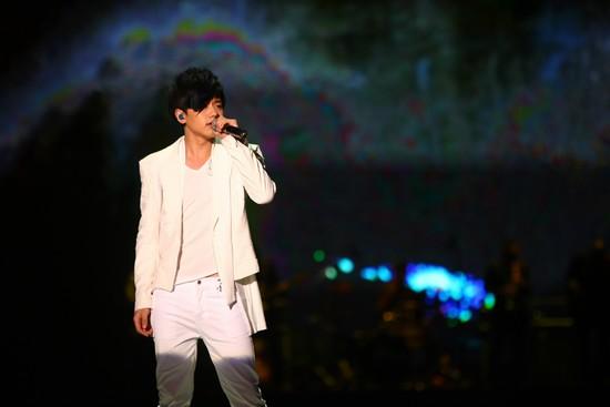 2010 MAMA颁奖典礼现场  张杰深情演绎