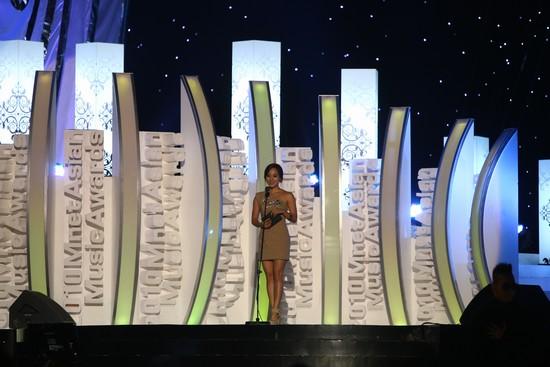 2010 MAMA颁奖典礼现场  颁奖嘉宾柳真