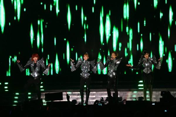 2010 MAMA颁奖典礼现场 2NE1热舞