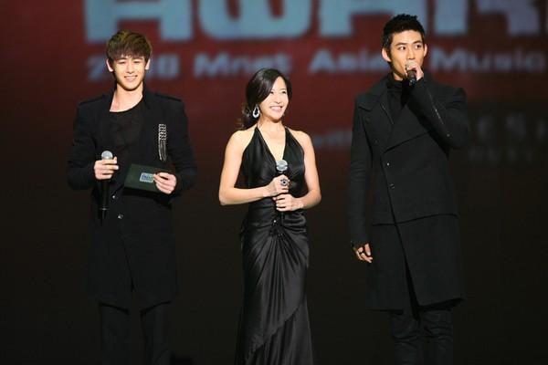 2010 MAMA颁奖典礼现场 尼坤与玉泽演