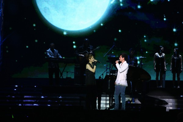 2010 MAMA颁奖典礼现场 蜘蛛与张杰对唱
