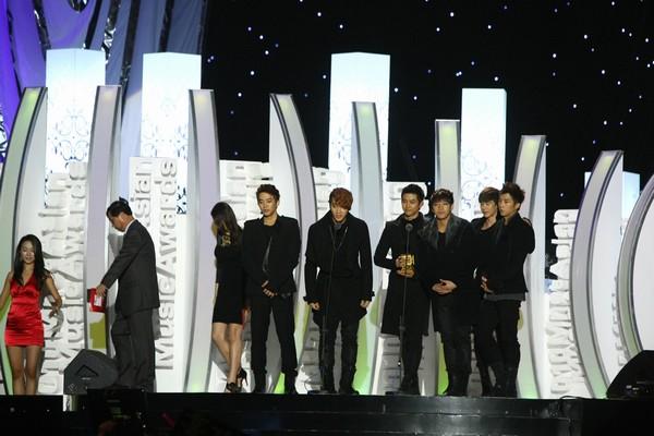 2010 MAMA颁奖典礼现场 2PM再度上台