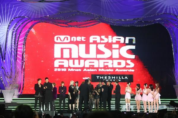 2010 MAMA颁奖典礼现场 集体合影
