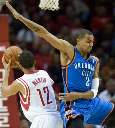 图文:[NBA]火箭VS雷霆 马丁晃飞对手