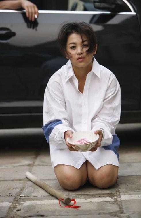 老婆 俞晴//11雪村爆乳娇妻拿碗沿街乞讨 不要十元小钞