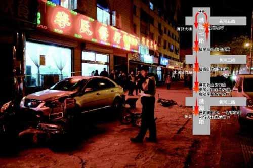28日晚,肇事车连续多次碰撞后,在一家饭店门口停下。任忱远 摄