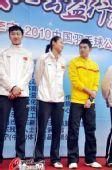 图文:林丹出席公益爱心活动 王仪涵与林丹交流