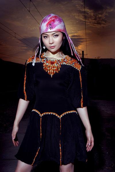 蒙古族歌手哈琳