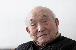 A5 山崎宏老人(摄于2010年3月9日) 记者 潘炳 摄