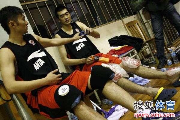 篮球膝盖绷带缠法图解