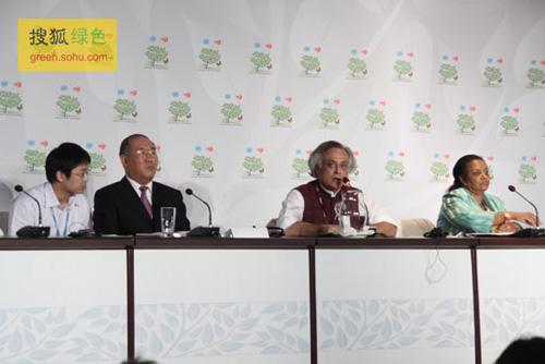 中国气候谈判代表团团长解振华参加《基础四国》新闻发布会(摄影--史少晨)