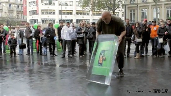 微软巴黎wp7创意宣传活动:破冰取手机