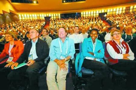 上图 哈佛大学一位教授的演讲吸引了众多听众。 《新民周刊》供图Y
