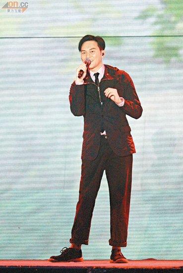 入行多年,张智霖终于踏足红馆开个唱
