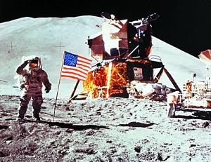 """日,NASA""""登月第一人""""阿姆斯特朗打破长久以来的沉默,回应"""""""