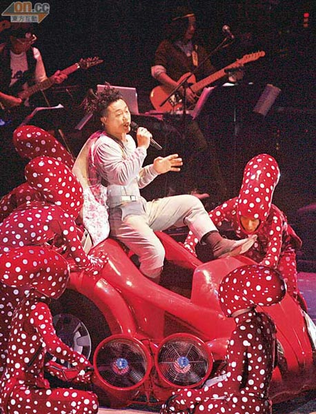 陈奕迅每次开演唱会都会在服饰及舞台上花尽心思