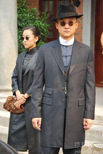 苗圃与黄志忠饰演一对黑道夫妻
