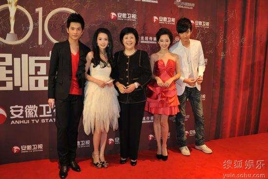 李小婉率新版《红楼梦》主演走上红毯