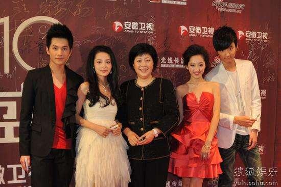 左起:杨洋、李沁、李小婉、蒋梦婕、于小彤