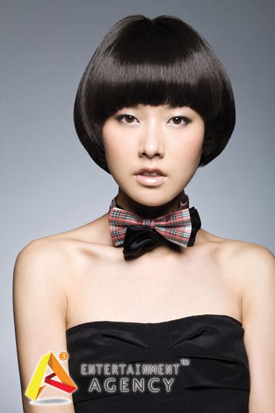 起亚超级模特张磊,王丽娜 亮相广州车展