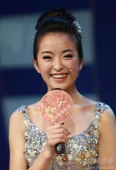 种丹妮阳光笑容