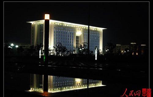 陕西宝鸡市政大楼恢宏超越白宫 引发争议(组图)