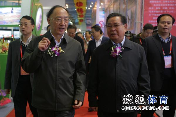 图文:2010年体博会开幕式 海南领导陪同刘鹏