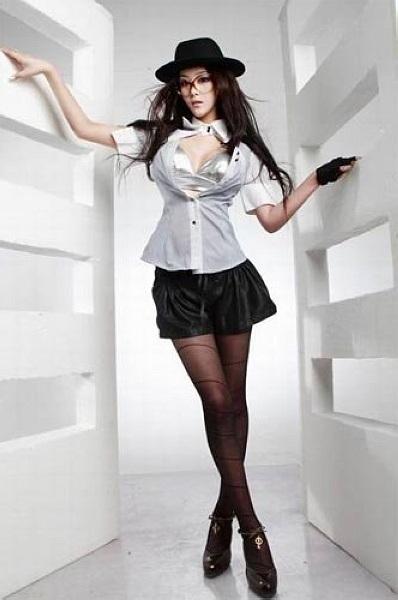 独家:张馨予最新写真 镂空蕾丝短裙显完美身材