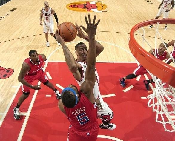 罗斯/图文:[NBA]快船胜公牛罗斯冲击篮筐