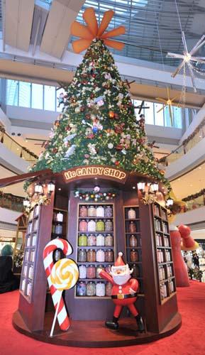 ifc圣诞木偶梦幻城镇中超过五万颗糖果建成的糖果屋