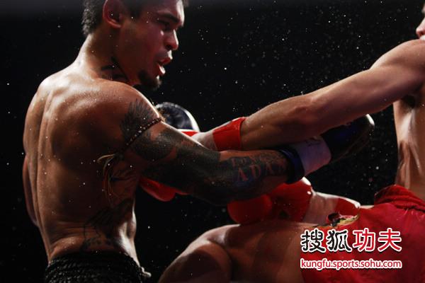 李宁击败阿当斯夺金腰带 手臂龙形纹身 高清图片