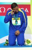图文:短池世锦赛男50蛙决赛 席尔瓦跪地哭泣