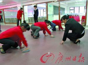 学员正在保姆学校进行培训。
