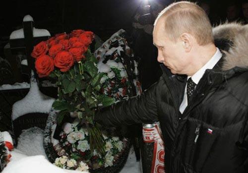 普京悼念遭枪杀球迷