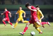 图文:国足1-0马其顿 李学鹏起脚