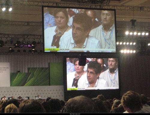 唯一反对坎昆协议通过的国家――玻利维亚的代表在发表演说表达强烈不满
