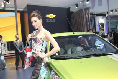 SPARK斯帕可模特身着的服装,是由SPARK废弃广告布回收制作而成,绿色环保最低碳。
