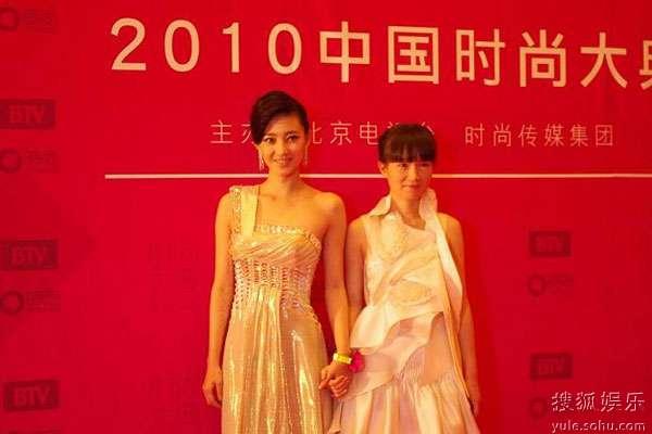 王丽坤携手设计师