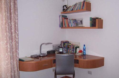 孩子的卧室的简易书桌      主卫      主卫的实用的角架图片