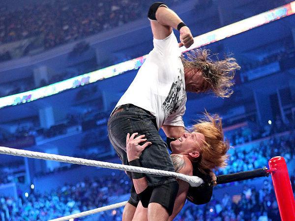 WWE惊现 伪娘 冠军 秀容姿很俏很变态