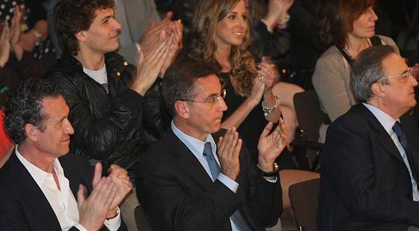 略伦特和女友坐在巴尔达诺和弗洛伦蒂诺身后