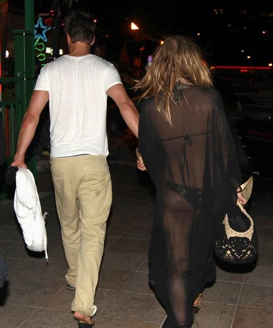 菲姬穿黑色性感透视装亮相 与丈夫现身法国图