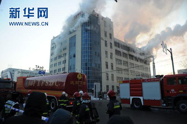 沈阳南塔商业区一仓库发生火灾图片