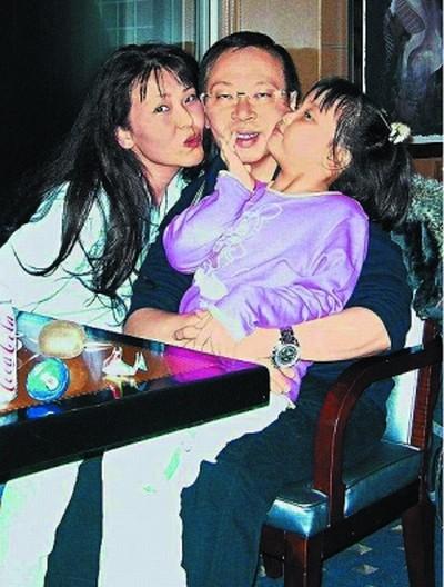 2007年12月,何永安带曹央云母女到北海道庆祝圣诞及新年